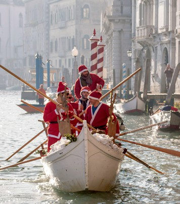 Christmas Vogalonga in Venice