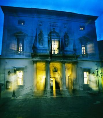 Dress Code at the Venice opera house, La Fenice
